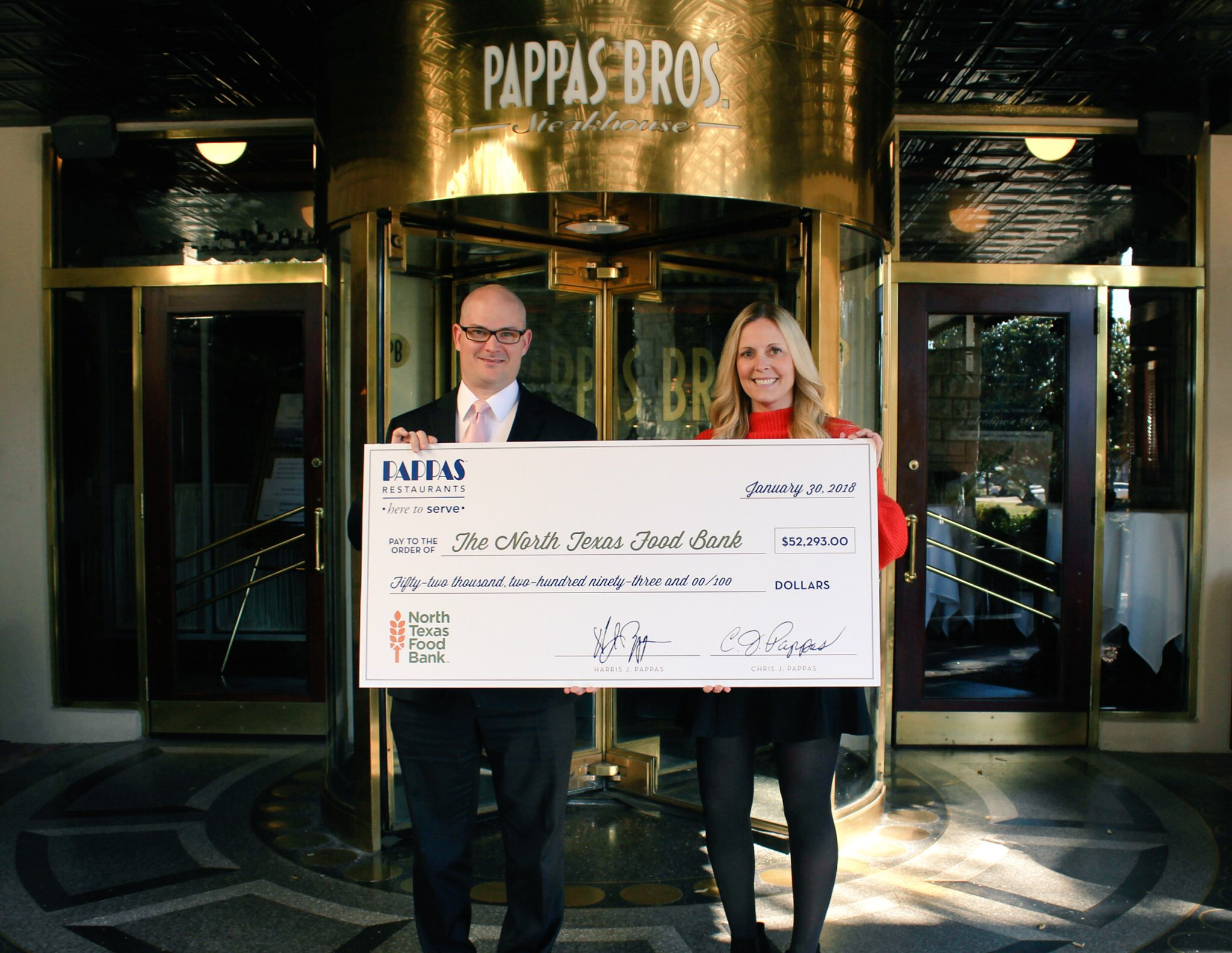 Rick Turner, general manager, top DFW Restaurant Week Star Restaurant, Pappas Bros. Steakhouse presents Lora Farris, director of marketing, North Texas Food Bank, with a check for $52,293 including $46,220 for DFW Restaurant Week.